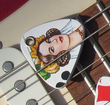 UPCYCLING  Gitarrenplek  beidseitig gestaltet aus Spielkarten  Kreuz